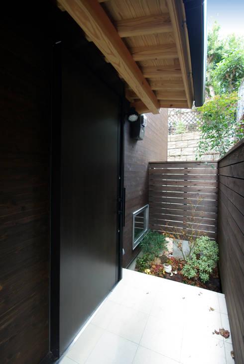 輝国の家: アトリエ イデ 一級建築士事務所が手掛けた家です。