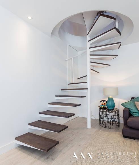 modern Corridor, hallway & stairs by Arquitectos Madrid 2.0
