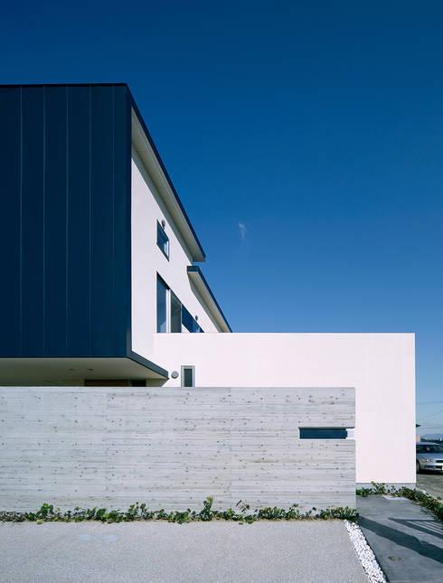 エクステリア外観: ISDアーキテクト/一級建築士事務所が手掛けた家です。
