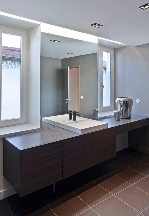 modern Bathroom by Lautrefabrique