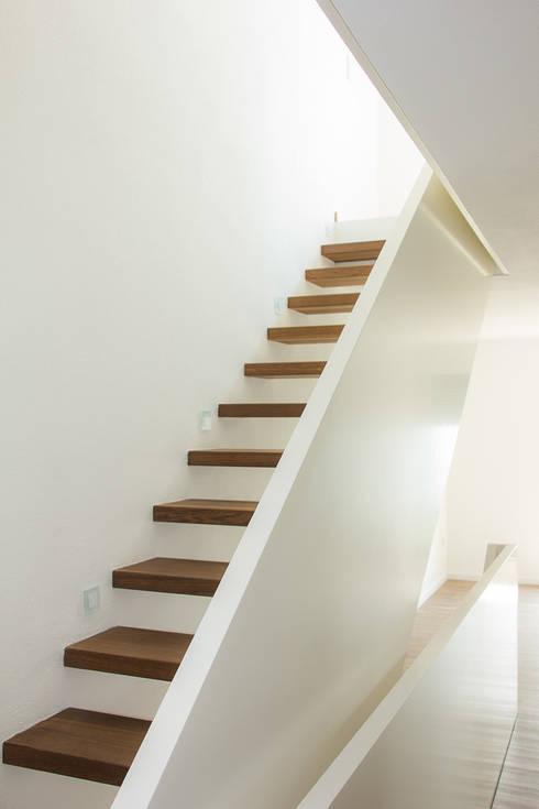Corridor, hallway & stairs by Holzmanufaktur Ballert e.K.