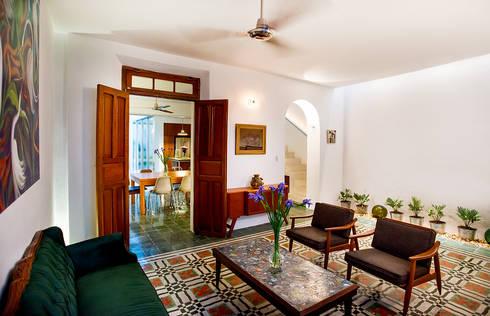 Casa del Arbol: Salas de estilo moderno por Taller Estilo Arquitectura