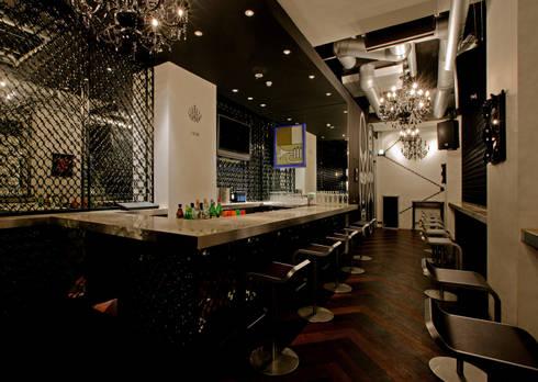インディゴ: ISDアーキテクト/一級建築士事務所が手掛けたバー & クラブです。
