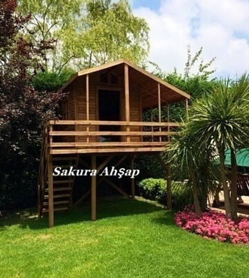 Sakura Ahşap – Çocuk Oyun Evi 10- Ön görünüş:  tarz Bahçe