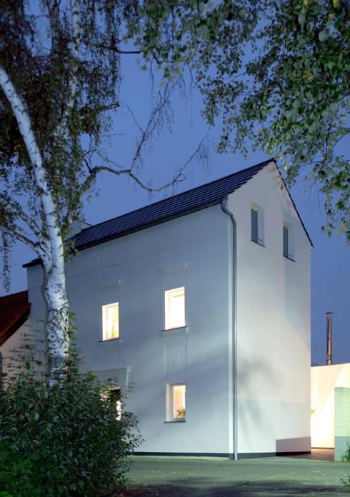 Projekty, nowoczesne Domy zaprojektowane przez Corneille Uedingslohmann Architekten