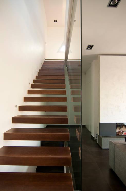 Corredores e halls de entrada  por eidée arquitectes S.L.P.
