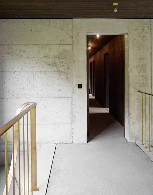 Projekty,  Korytarz, przedpokój zaprojektowane przez :mlzd