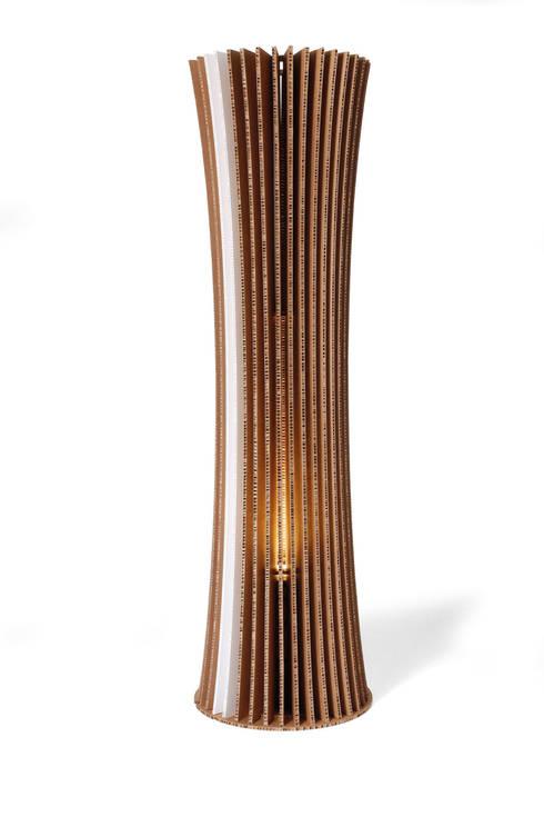Bouquet Collection: Soggiorno in stile in stile Moderno di TRIIIO