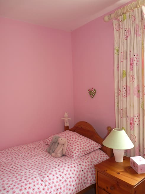 Little Girl's Bedroom:  Nursery/kid's room by Natalie Davies Interior Design