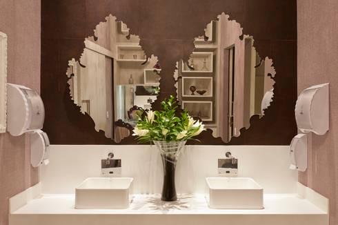 Banheiro Público Casa Cor São Paulo: Banheiro  por  Adriana Fiali e Rose Corsini - FICODesign