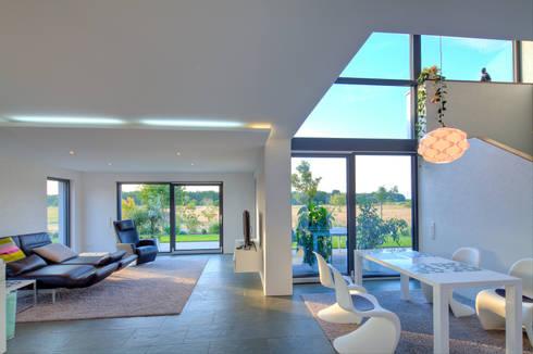 Haus M – Stutensee: moderne Wohnzimmer von lc[a] la croix [architekten]