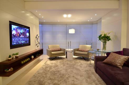 Modernizando apartamento : Salas de estar modernas por Tania Bertolucci  de Souza  |  Arquitetos Associados