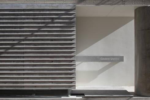 陰影: トレス建築事務所が手掛けた壁です。