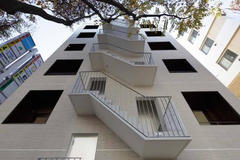 階段のデザイン: トレス建築事務所が手掛けた廊下 & 玄関です。