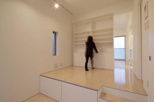 可動家具による多様性への対応: トレス建築事務所が手掛けた和室です。