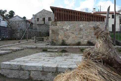 Casa do Mundo Rural de Prados 5: Casas rústicas por ARKIVO
