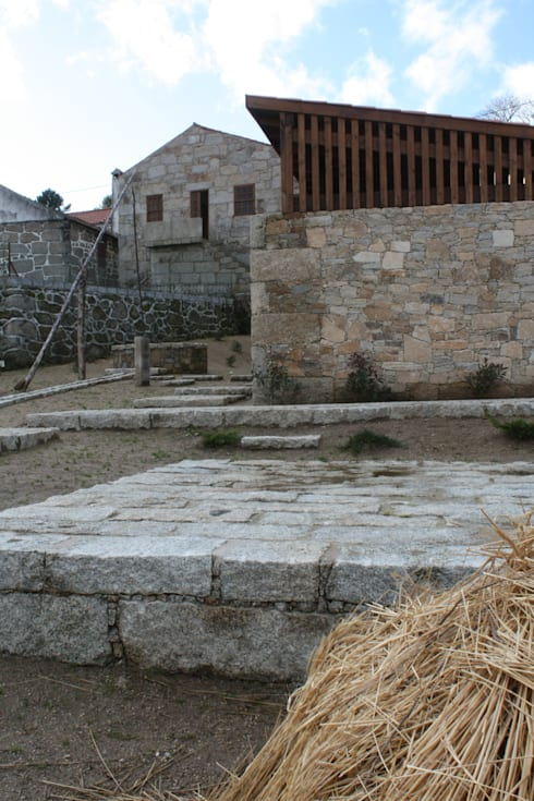 Casa do Mundo Rural de Prados 6: Casas rústicas por ARKIVO