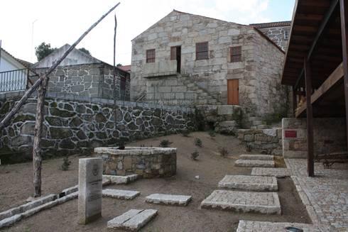 Casa do Mundo Rural de Prados 8: Casas rústicas por ARKIVO