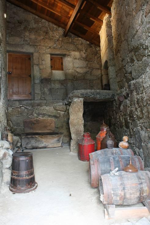 Casa do Mundo Rural de Prados 9: Casas rústicas por ARKIVO