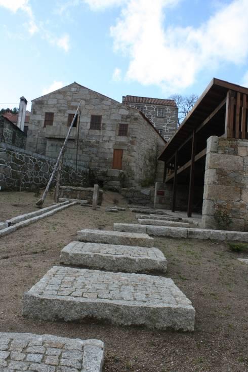 Casa do Mundo Rural de Prados 7: Casas rústicas por ARKIVO
