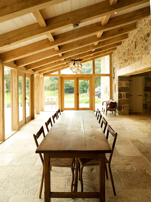 Les Prevosts Farm:  Dining room by CCD Architects