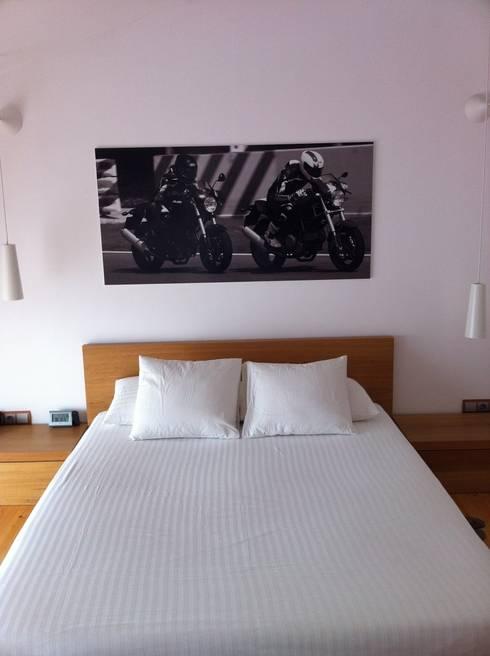 Dormitorios de estilo industrial por SMMARQUITECTURA