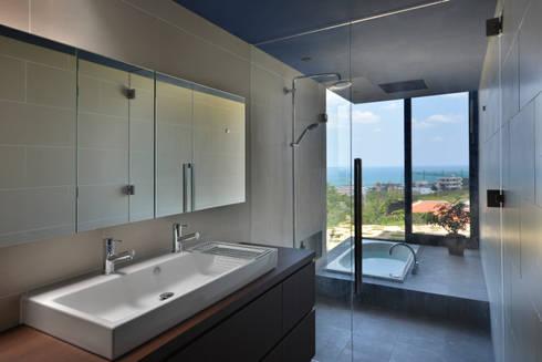洗面/浴室: 株式会社クレールアーキラボが手掛けた浴室です。