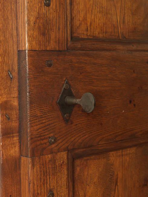Puertas y ventanas de estilo rústico por Porte del Passato
