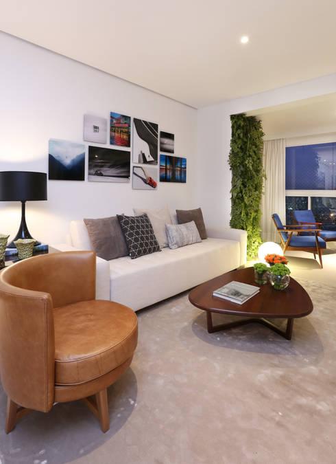 Apartamento M R: Salas de estar modernas por Now Arquitetura e Interiores