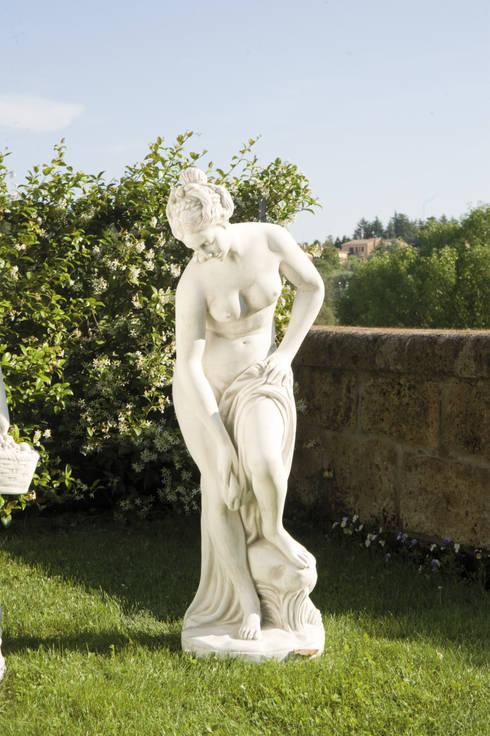 statue da giardino in cemento da esterno: Giardino in stile  di pmc