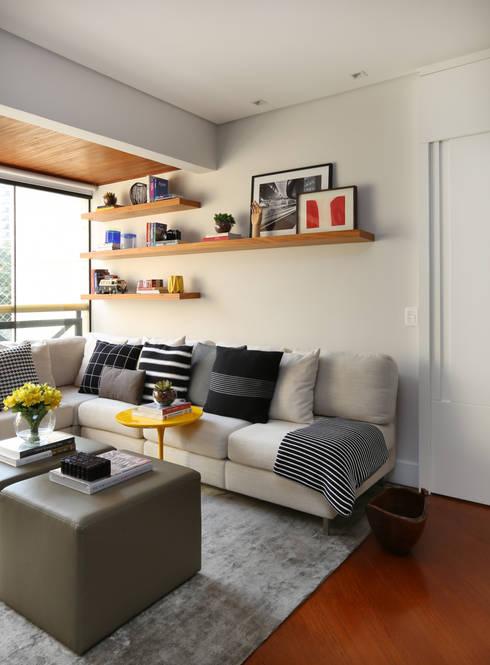 Apartamento R|C: Salas de estar  por Now Arquitetura e Interiores
