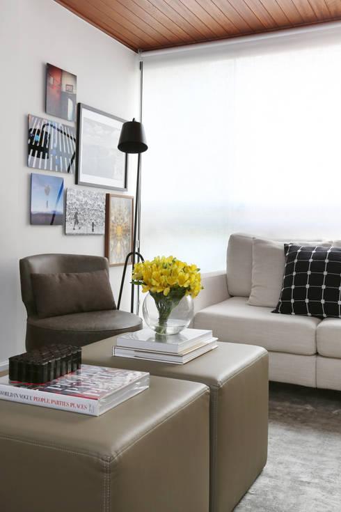 Apartamento R|C: Salas de estar modernas por Now Arquitetura e Interiores