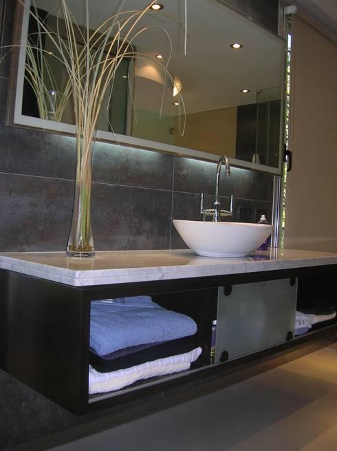 Un baño súper especial...: Baños de estilo  por Laura Avila Arquitecta