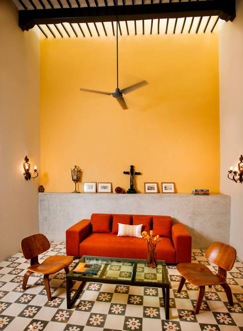 Casa WS52: Salas multimedia de estilo colonial por Taller Estilo Arquitectura
