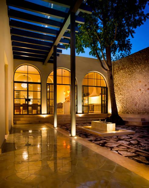 Casa WS52: Pasillos y recibidores de estilo  por Taller Estilo Arquitectura