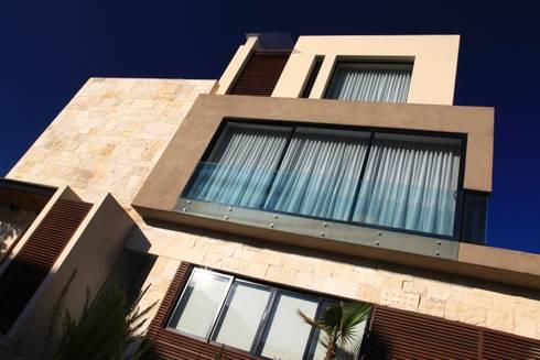 Fachada Family: Terrazas de estilo  por Código Z Arquitectos