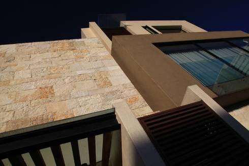 Detalle Fachada: Casas de estilo moderno por Código Z Arquitectos