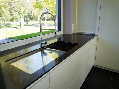 loft k che mit k cheninsel von teamlutzenberger homify. Black Bedroom Furniture Sets. Home Design Ideas