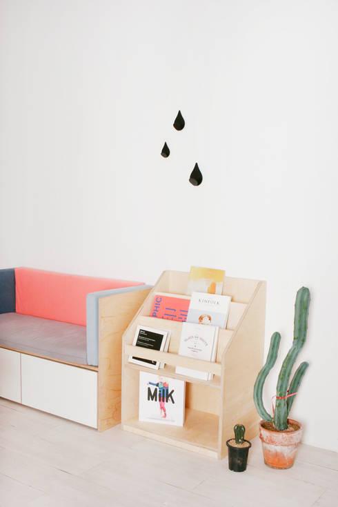 box sofa / book shelf: wie ein KINO의  아이 방