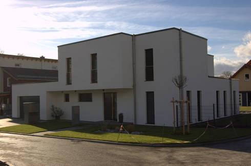 einfamilienhaus mit garage von architekt erdmann homify. Black Bedroom Furniture Sets. Home Design Ideas