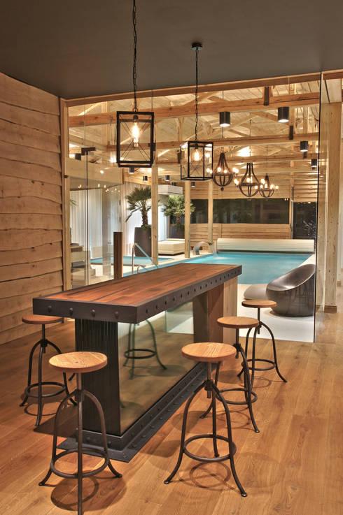 """Bar z czesci """"kregielnia"""": styl eklektyczne, w kategorii Spa zaprojektowany przez SAFRANOW"""