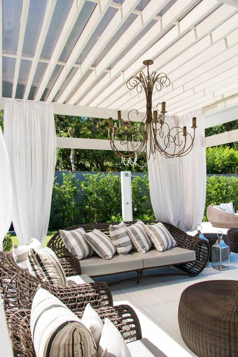 Jardines de estilo ecléctico por Loro Arquitetura e Paisagismo
