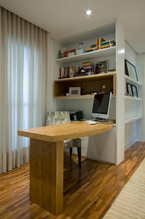 Escritório: Escritórios  por Ana Menoita Arquitetura e Interiores