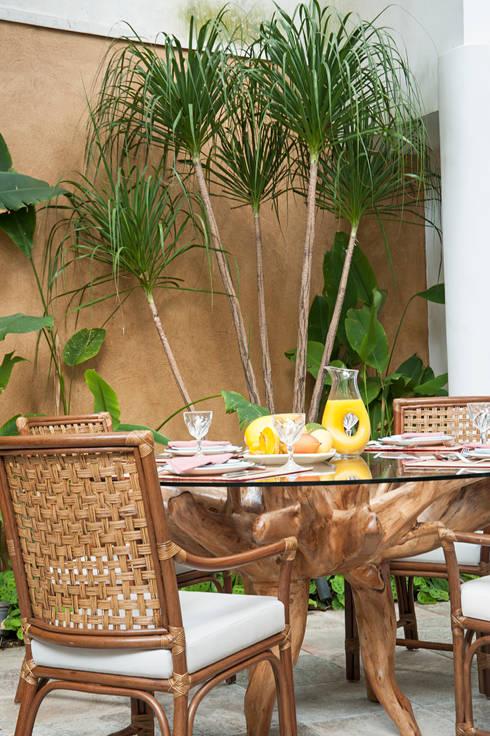 Residência Jardim Europa/SP: Terraços  por Renata Romeiro Interiores