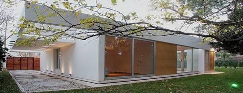 CONTRA FACHADA: Casas de estilo moderno por METODO33