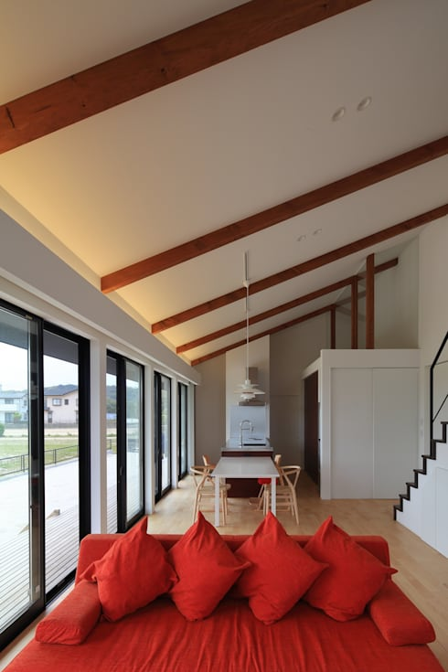 MYS House: artect design - アルテクト デザインが手掛けたリビングです。