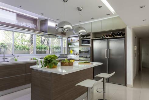 Cocinas de estilo moderno de GUTMAN+LEHRER ARQUITECTAS