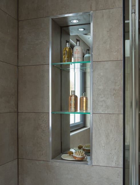 Tudor Court , Golders Green, London:  Bathroom by Jigsaw Interior Architecture
