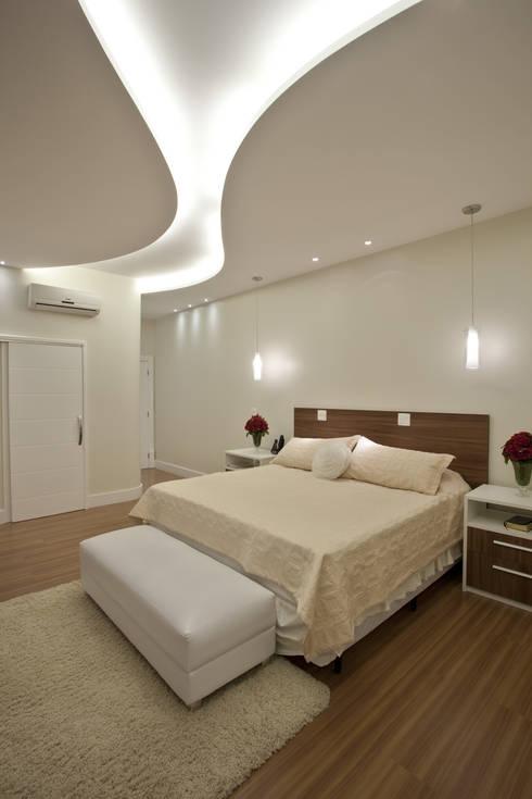 Camera da letto in stile in stile Moderno di Arquiteto Aquiles Nícolas Kílaris