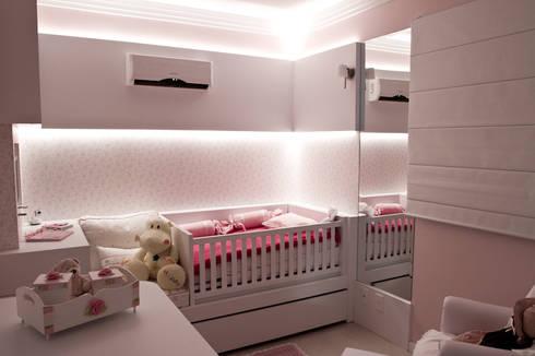Dormitório Bebê E&A.S: Quarto infantil  por Kali Arquitetura
